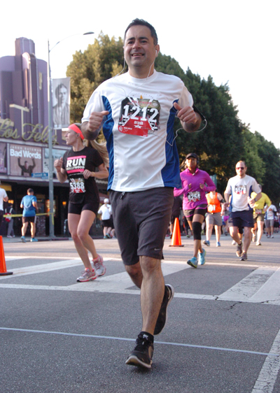 Photo of Pasadena dentist Dr. Arash Azarbal, running in the Hollywood half marathon.